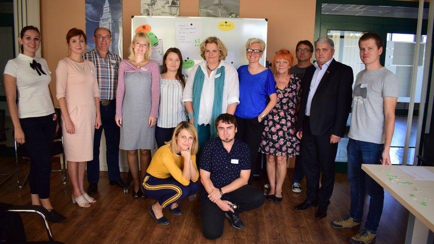 Zdjęcie grupowe uczestników Międzynarodowego Forum Samorządowego