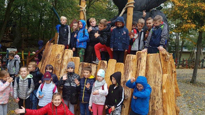 16 października dzieci z klasy 2a, 2b i 3a ze Szkoły Podstawowej nr 3 wraz z opiekunami wybrały się wspólnie na pierwszą wycieczkę zagraniczną do Babelsbergu koło Poczdamu.