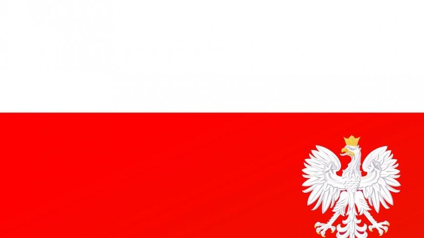 Flaga Polski z godłem.