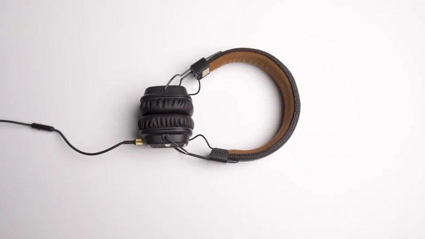 Słuchawki nauszne.