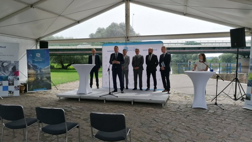 Konferencja prasowa w sprawie przebudowy mostu drogowego.
