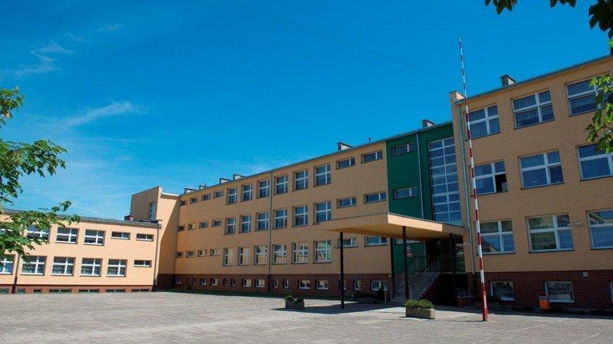 Na zdjęciu budynek Szkoły Podstawowej nr 4 po termomodernizacji